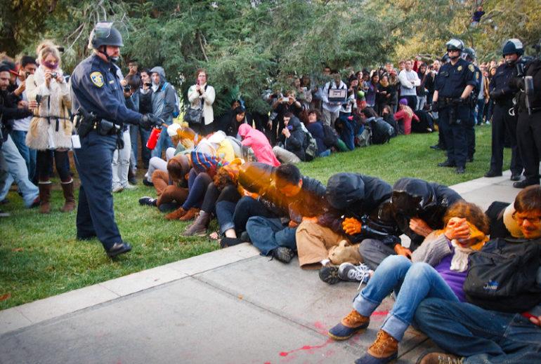 occupy_wallstreet_uc_davis_policier