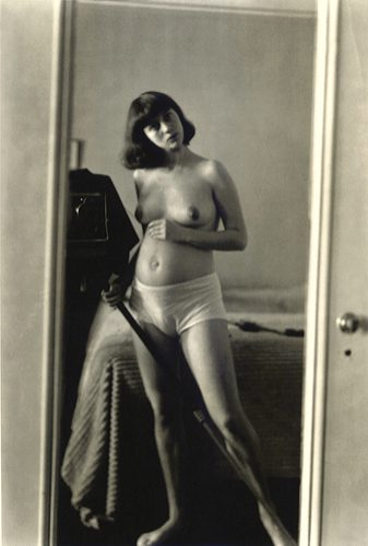 photo-diane-arbus-gp12-Autoprtrait-enceinte-NYC-1945.jpg