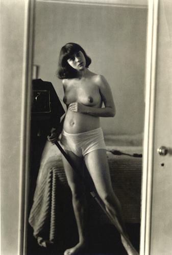 photo-diane-arbus-gp12-Autoprtrait-enceinte-NYC-1945.jpg