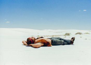 theo-et-maud-theo-white-sand