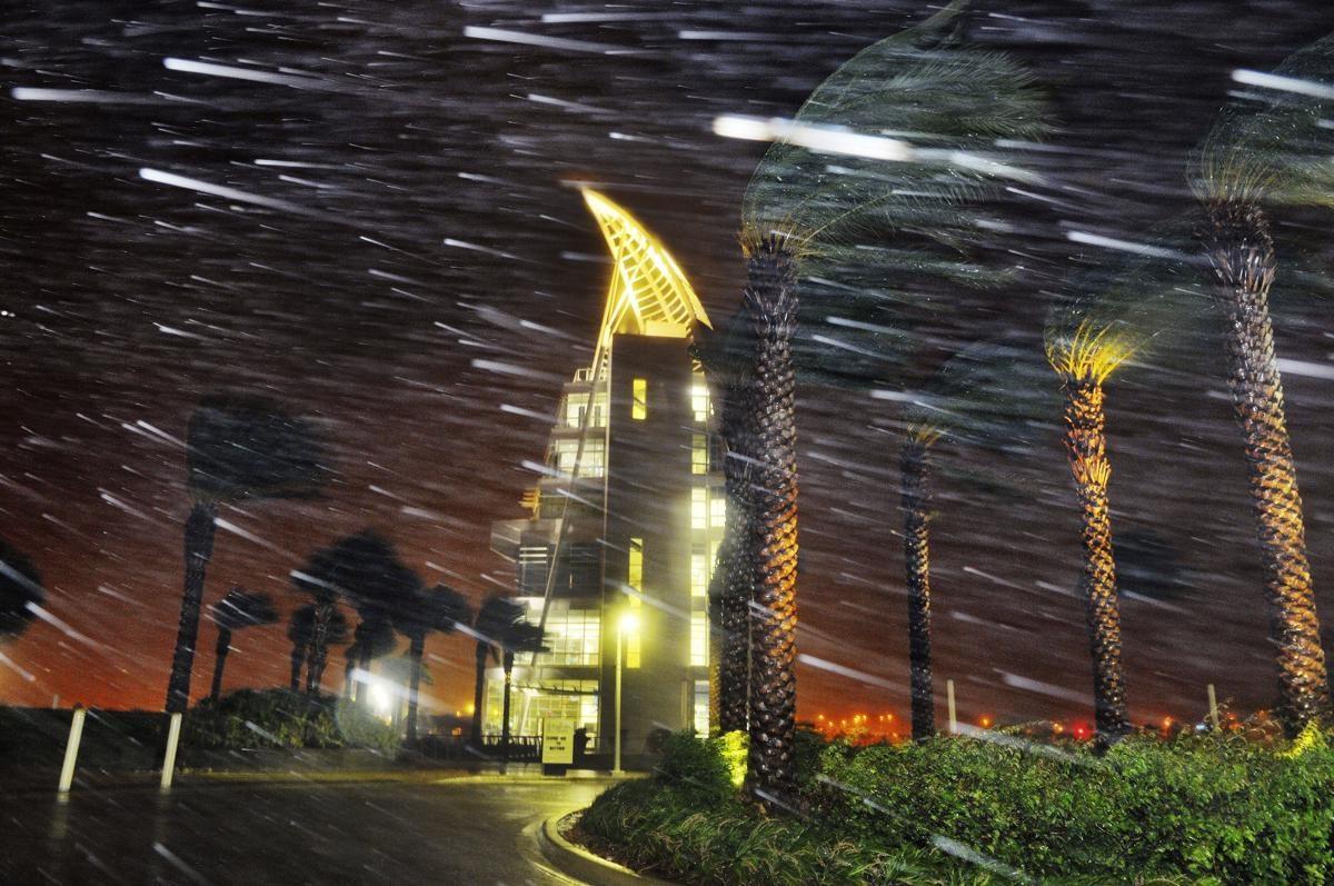 L'ouragan Matthew balayant le Cap Canaveral, Etats-Unis - © Craig Rubadoux/Florida Today via AP