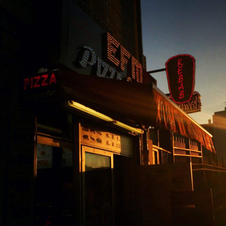 40x40-2017-25-Mig20-Vincent Migrenne-Cocuher de soleil sur Pizza Kebab