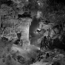 Mexico, Yucatan, Tulum, cave diver in the system Nohoch Na Chich