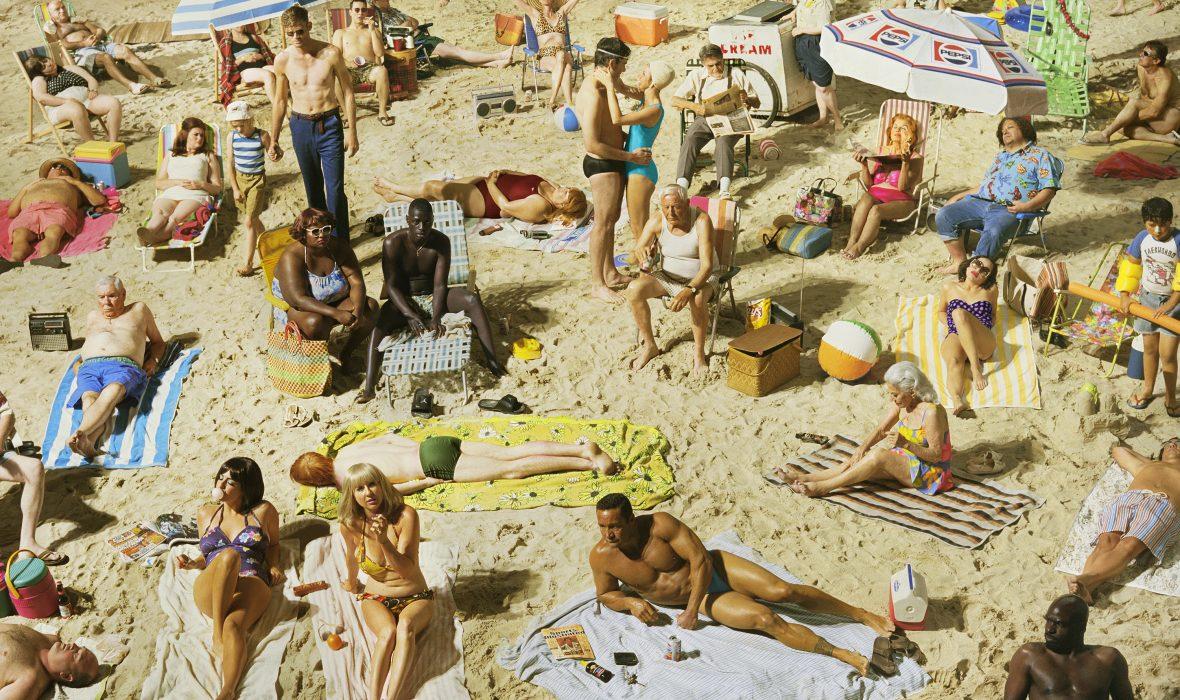 01_Press Image l Alex Prager, Crowd #3 (Pelican Beach),