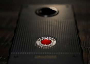 red-hydrogen-one-01-1500px