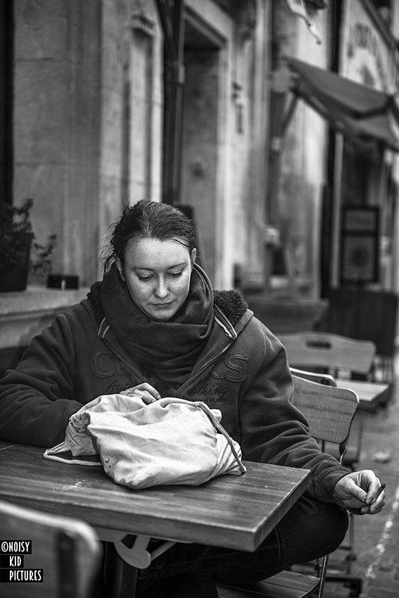 thumbnail_Avignon - Break smartphone and cigarette