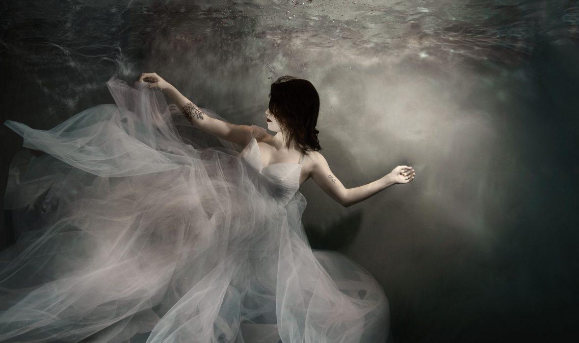 Alison-bounce-underwater7