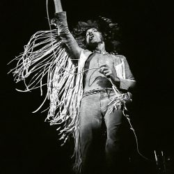 roger-daltrey-of-the-who-par-henry-diltz-woodstock-aug-1969