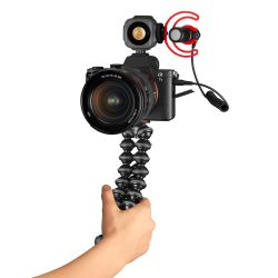 GorillaPod_JOBY_Vlogging-Kit_JB01645-BWW_camera-hand02