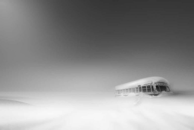 black-and-white-photography-contest-bus-stop-by-roy-iwasaki-1024x683