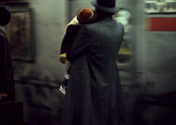 1984-ny-usa-father-and-child-in-the-subway-940x624