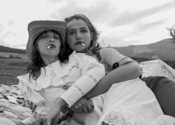 Antoine-Grenez-Girls-with-cigarets-serie-Saint-Nazaires-quarantine-1200x800