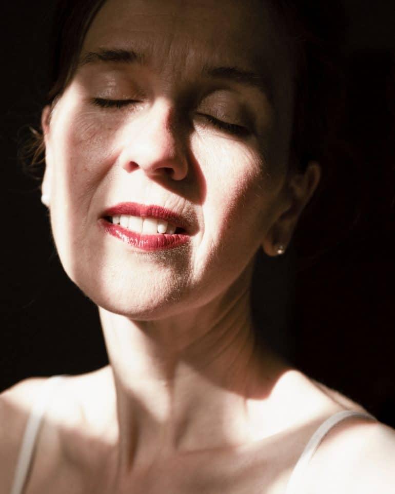 Elise-CortenRed-Lipstick-Warmer-than-the-sun-2018-2020