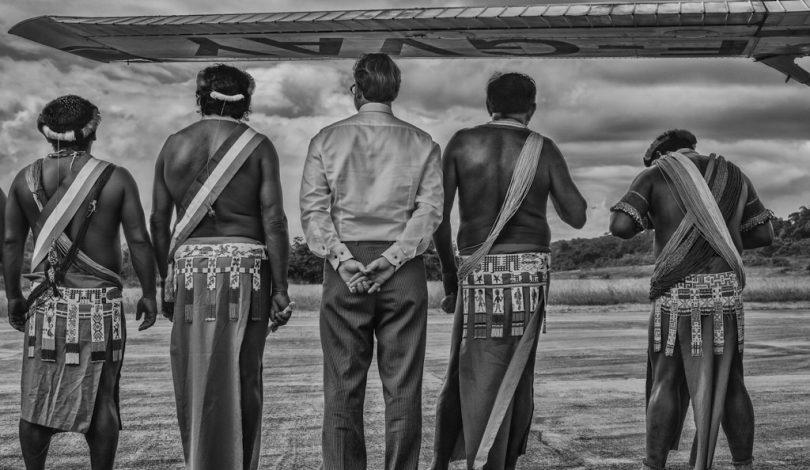 Colonie-Monsieur-le-sous-prÇfet-et-les-chefs-coutumiers-de-Camopi-Guyane-fÇvrier-2015-∏-Christophe-Gin-pour-la-Fondation-Carmignac