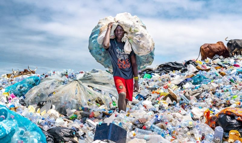 a_plastic_waste_picker_scavenger_muntaka_chasant_ghana-800x534