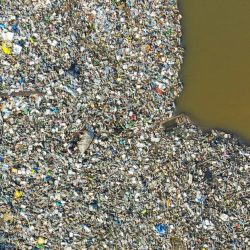 aerial_view_of_the_korle_lagoon_choked_with_single-use_plastic_muntaka_chasant_ghana-800x621