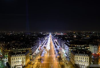 Champs-Élysées at night