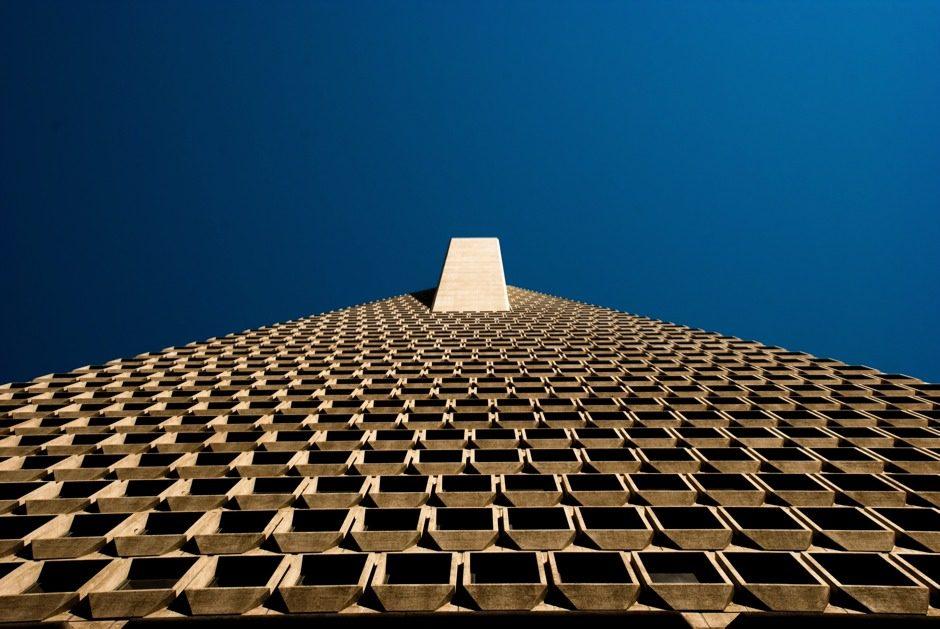 Le pyramides modernes ont des fenêtres.
