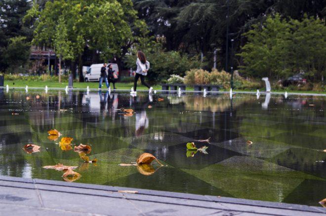 Promenade sur le mirroir d'eau à Nantes