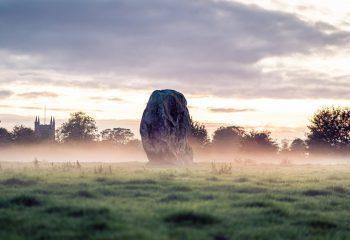 Le rocher dans les nuages