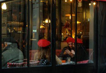 Trois berets rouges