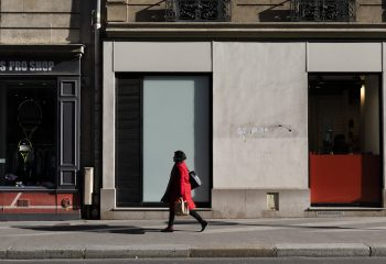 La Dame en Rouge et le Mondrian Urbain