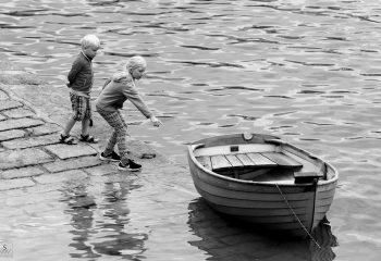 Le frère, la sœur et la barque