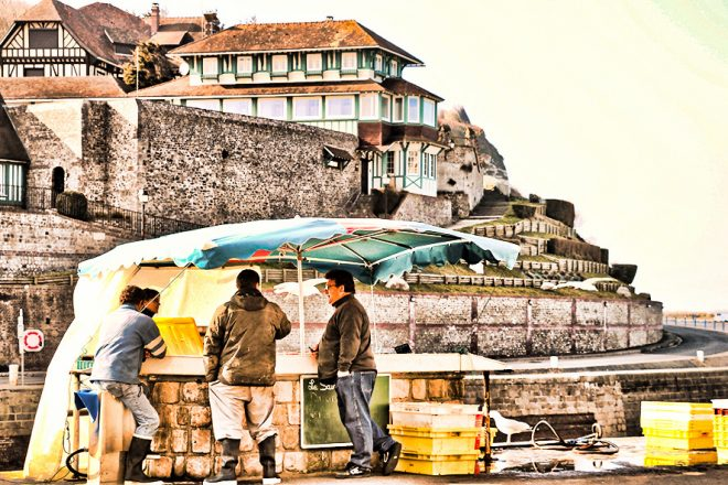 Sur le quai, après la vente du poisson