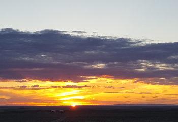 Soleil couchant sur la steppe mongole