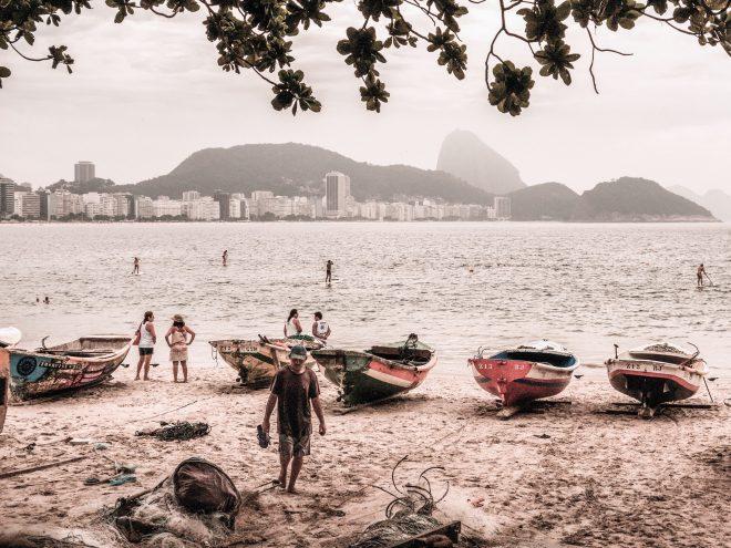 Cinq barques à Copacabana