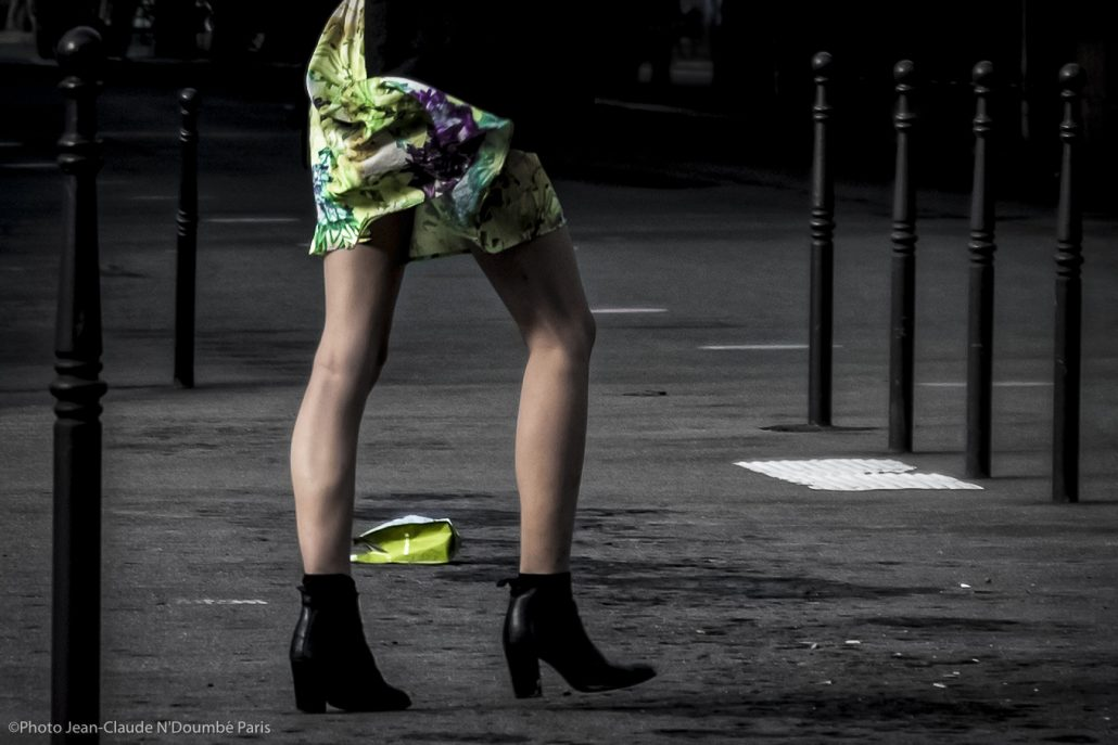 woman in town (PARIS )