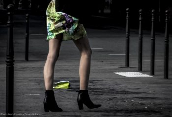 woman in town (PARIS )