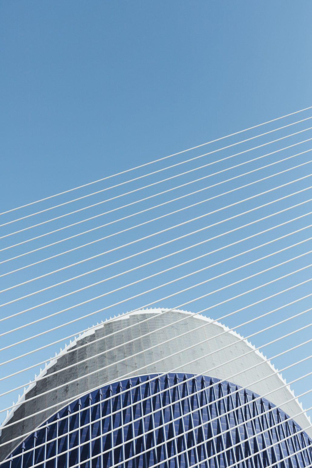 Ciel bleu et lignes