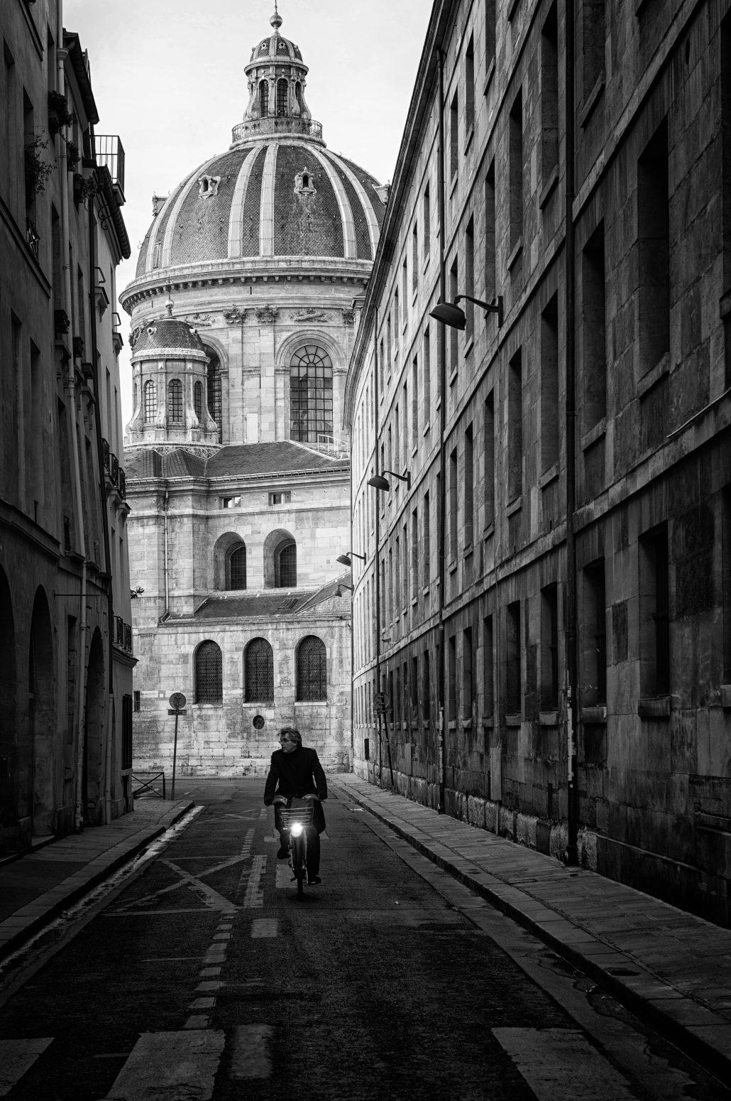 Le cycliste de la rue Mazarine