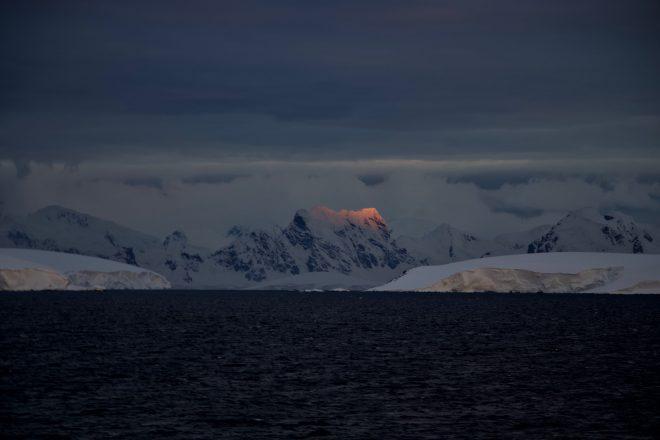 Sauron vit en Antarctique