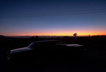 Une Cadillac dans le désert.