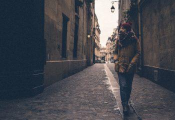 Je marche dans les rues de Paris