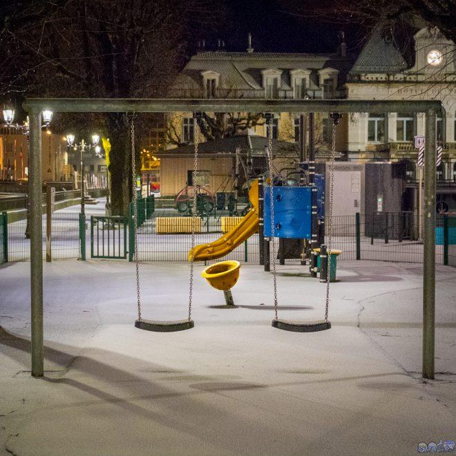 Jeux d enfants sous la neige Bis