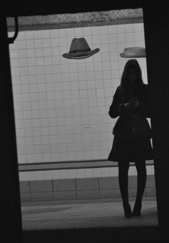chapeau dans le métro