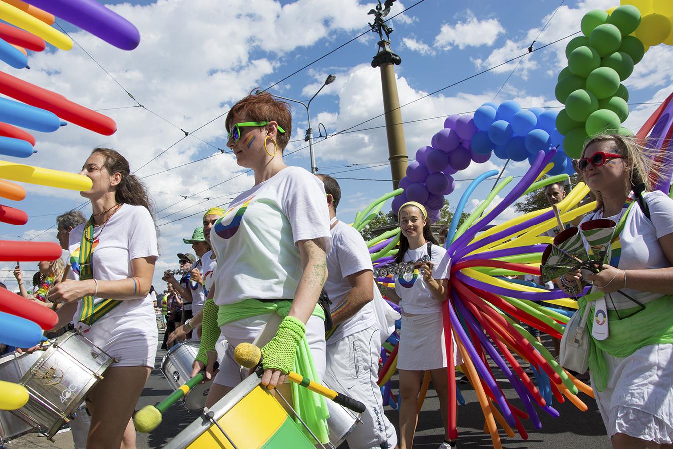 rencontre annonce gay pride à Aurillac