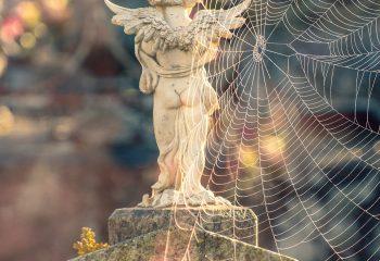 L'ange sur le tombeau