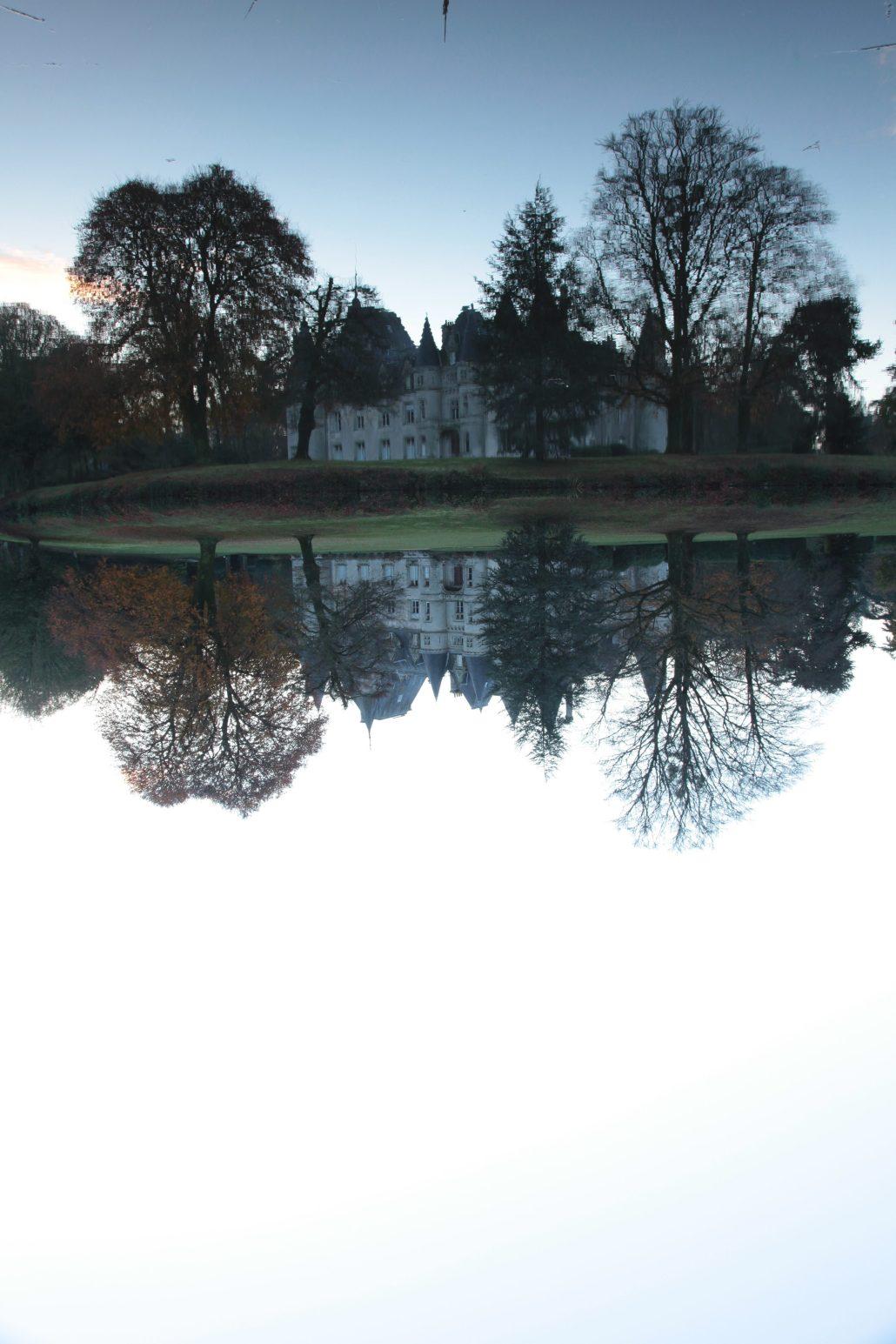 upside down Manor