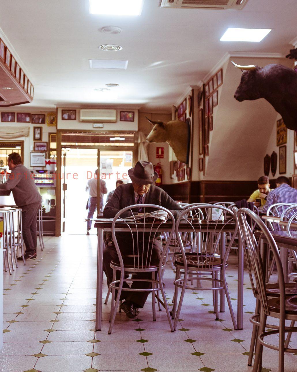 Le café de la place de l'église. La Vall d'Uixo Espagne 2019