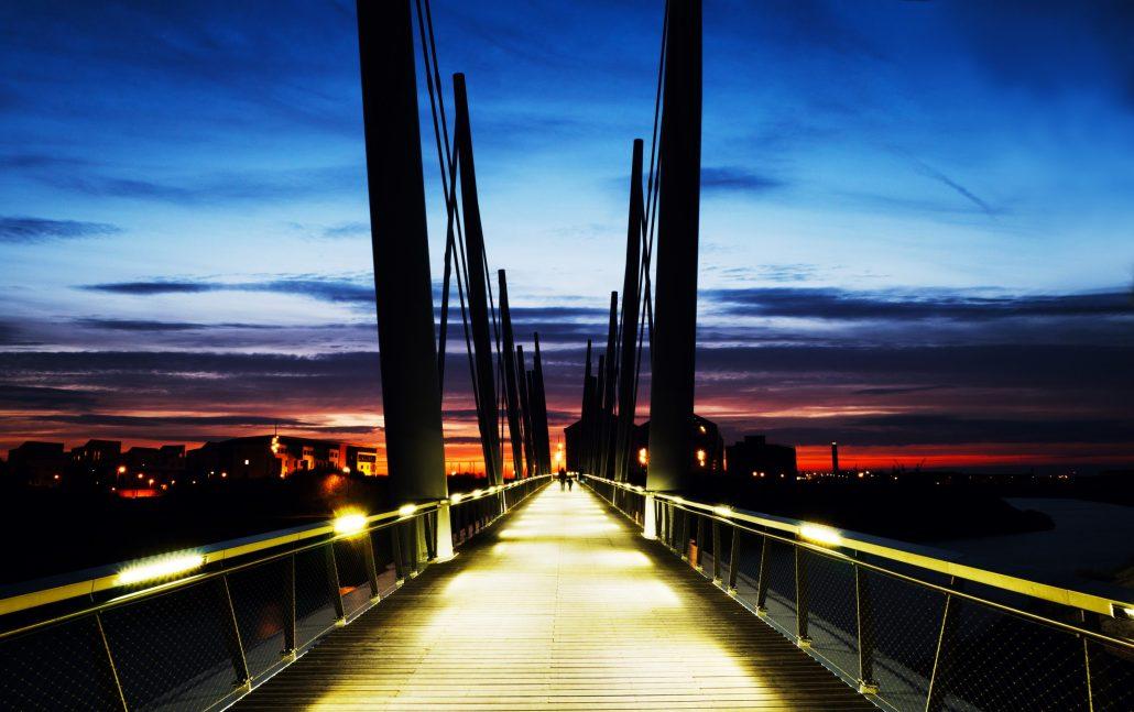 le pont l'homme et l'enfant