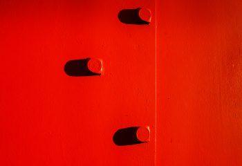 rouge et ombre noir