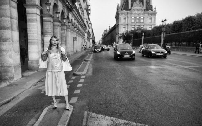une femme rue Rivoli