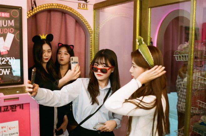 Girls in a photobox