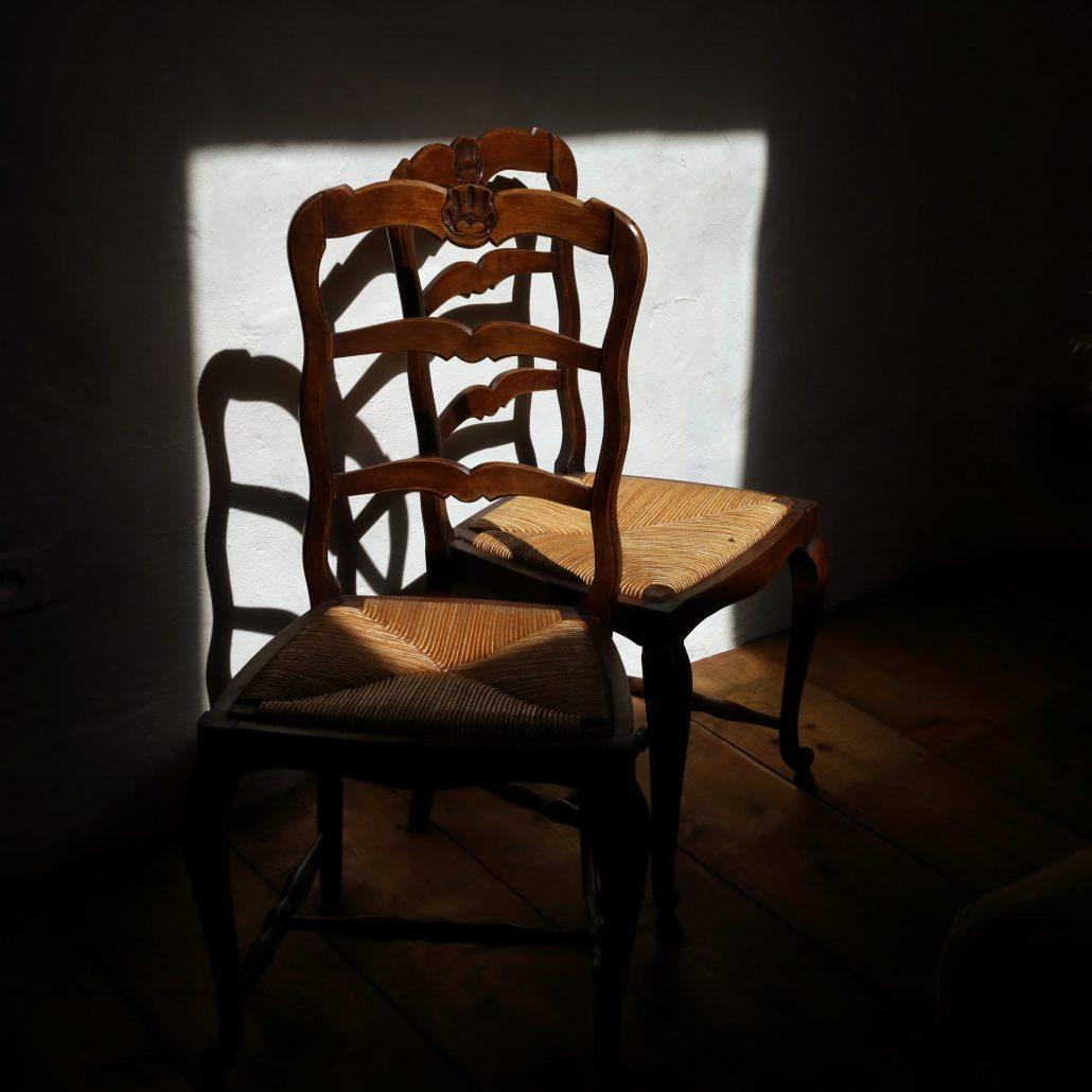 A LA MAISON Confinement «2 chaises»