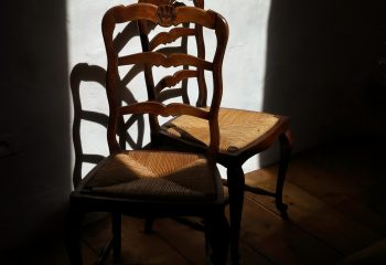 A LA MAISON Confinement 2 chaises