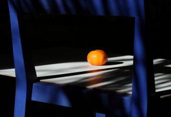A LA MAISON Orange sur Bleu